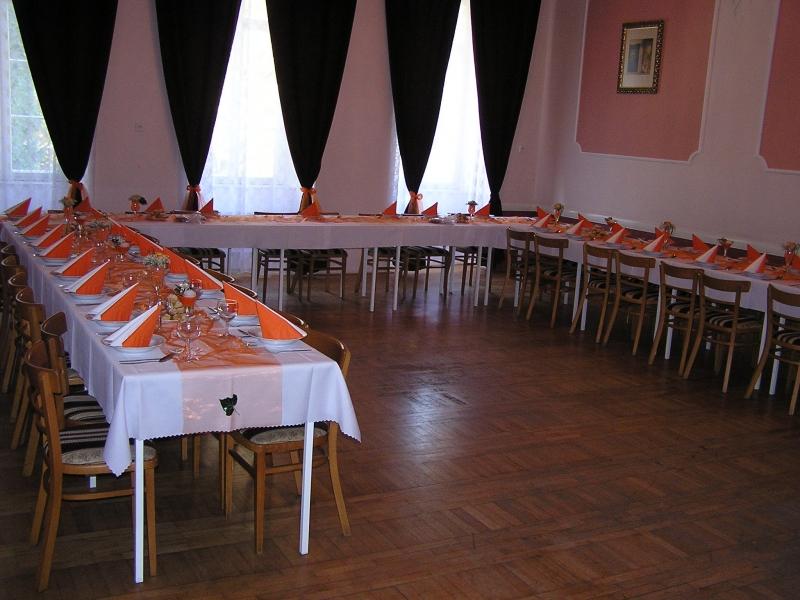 Horní sál zámecké hospůdky